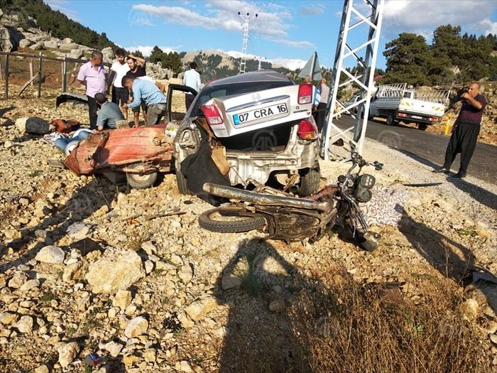 Adana'da motosiklet ile otomobil çarpıştı: 1 ölü, 1 yaralı