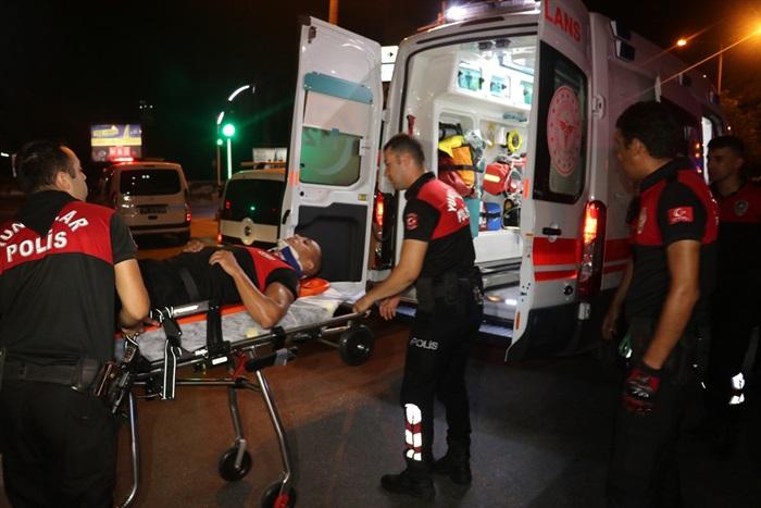 Adana'da otomobil ile polis motosikleti çarpıştı