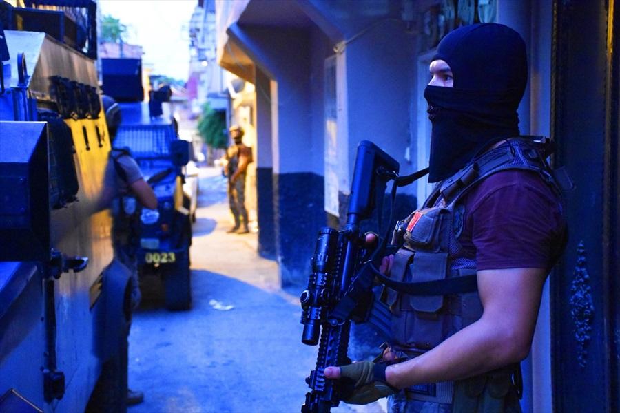 """Adana'da polisten """"şok"""" uygulaması"""