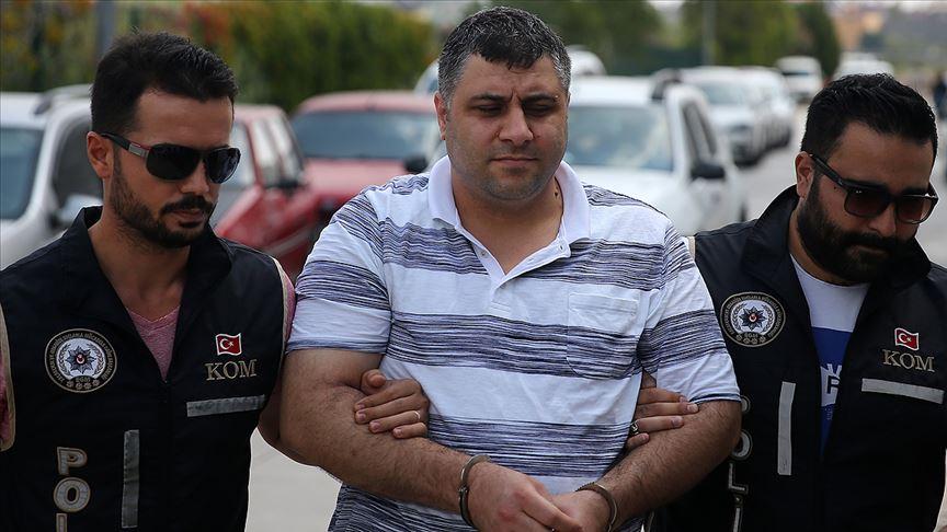 Adana'da FETÖ şüphelisinin evinde 70 hard disk ele geçirildi