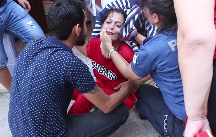 Arkadaşı tarafından başından yaralanan kadın hastaneye kaldırıldı