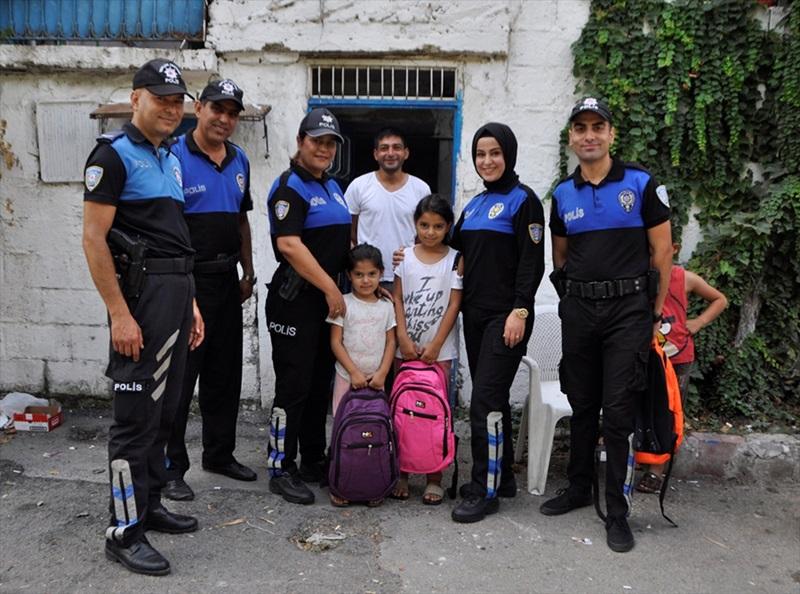 Adana'da Polisten çocuğu duygulandıran yardım