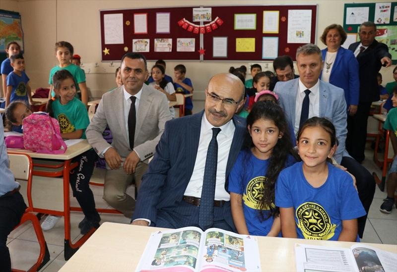 Çukurova'da Yeni eğitim öğretim yılıtörenlerle başladı..