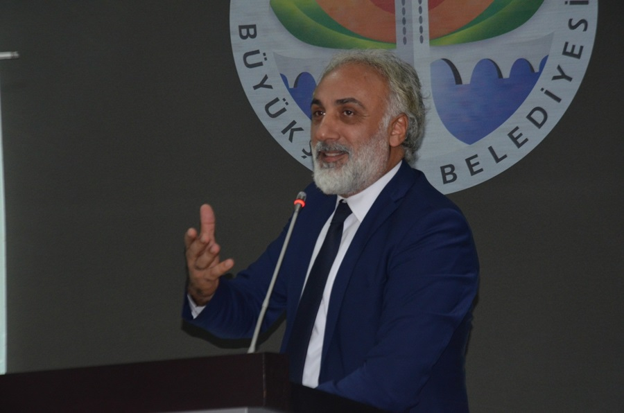 """Adana Büyükşehir Belediye Mecliste """"gazete"""" tartışması"""