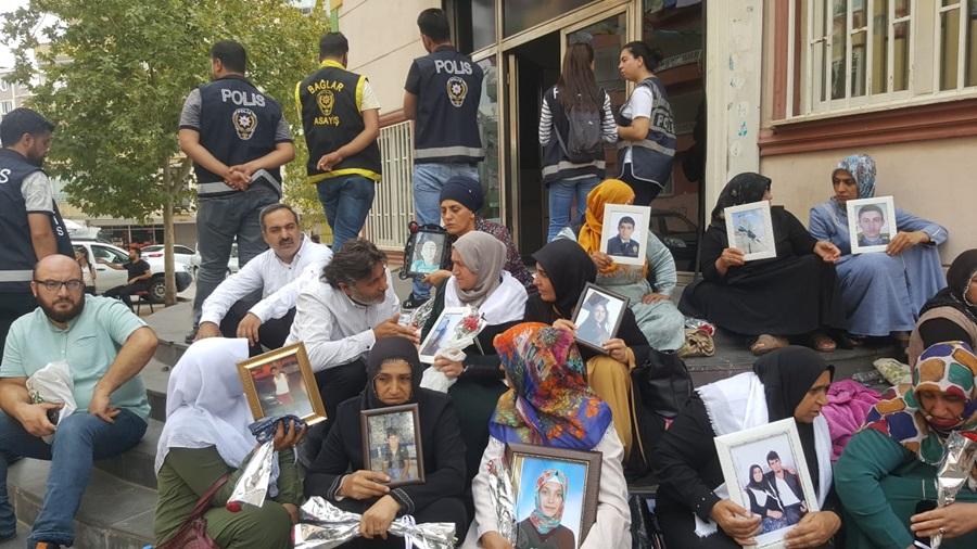 ASİM 'den Diyarbakır annelerine destek..