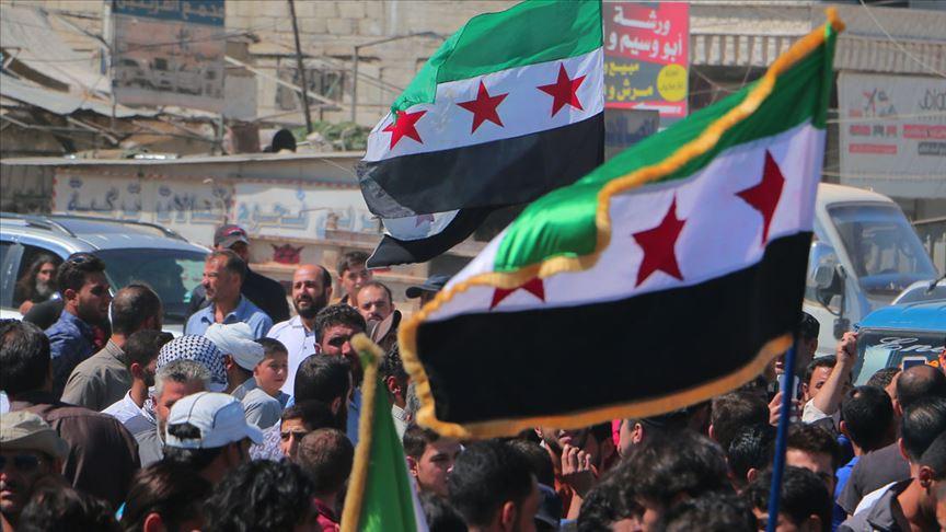 İdliblilerin Esed rejimi ve Rusya'nın bombardımanlarından kaçışı sürüyor