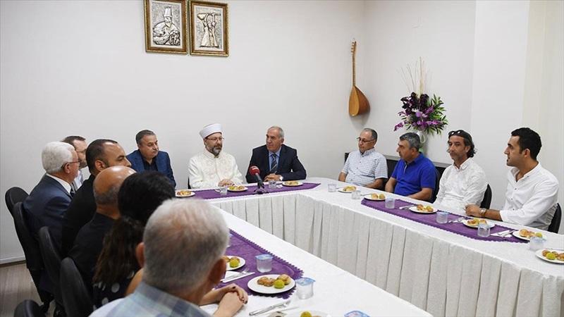 Diyanet İşleri Başkanı Erbaş'tan Mersin Cemevi'ne ziyaret