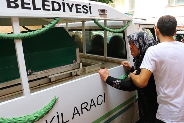 Adana'da baraj gölüne düşen genç kızın cenazesi defnedildi