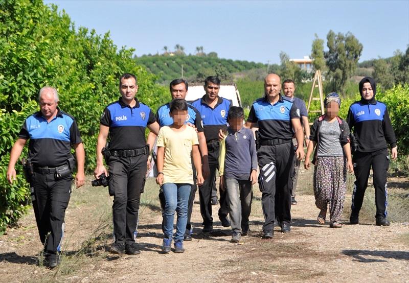 Tarım işçisi çocukları okulla polisler buluşturdu