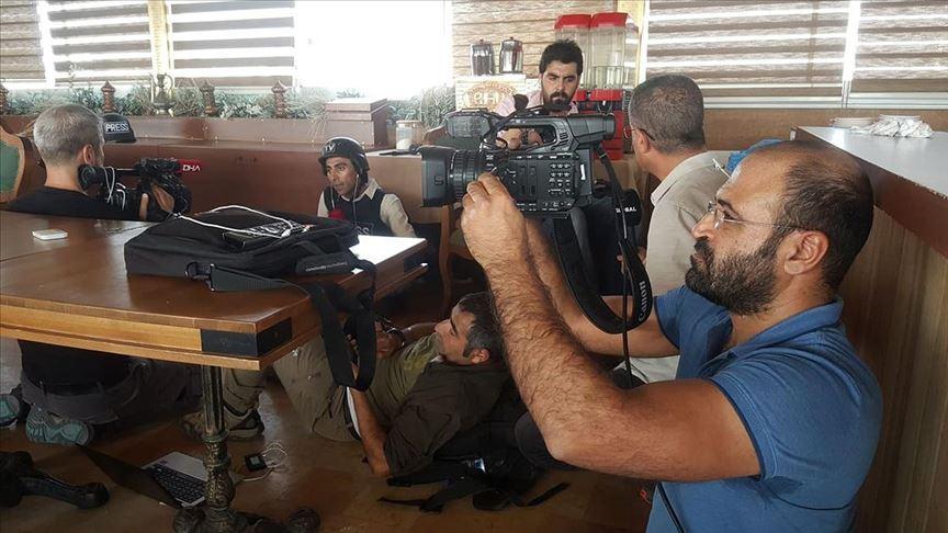 YPG gazetecileri hedef aldı, iki AA muhabiri yaralandı
