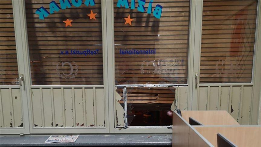 Terör örgütü yandaşları Almanya'da cami ve iş yerlerine zarar verdi