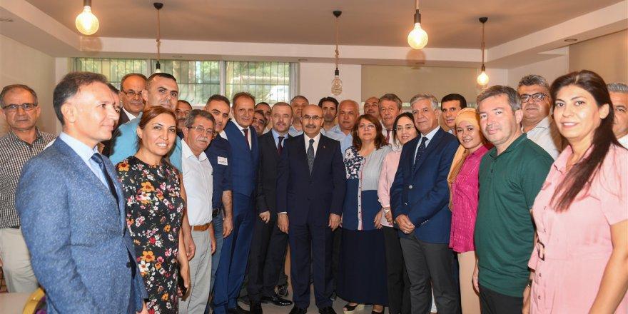 Vali Demirtaş, Adana Bilim ve Sanat Merkezini ziyaret etti..