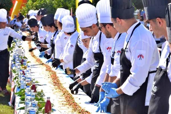 Aşçılık bölümü öğrencilerinden 33 metrelik tantuni
