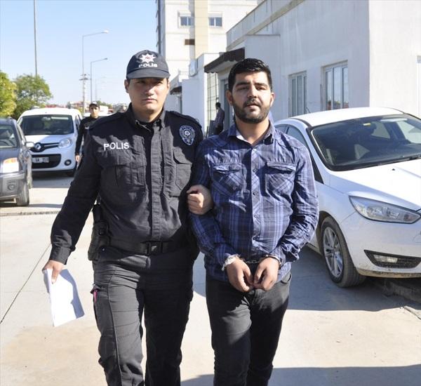 Adana'da banka camını çekiçle kıran şüpheli serbest bırakıldı