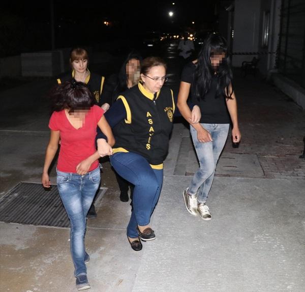 Kılık değiştirerek hırsızlık yaptıkları iddia edilen 3 şüpheli tutuklandı