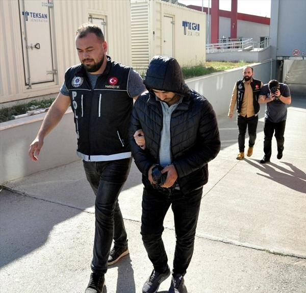 Adana'da uyuşturucu operasyonunda 2 şüpheli tutuklandı