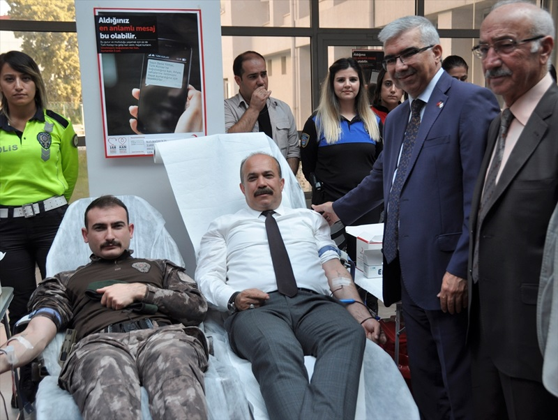 Adana'da polisler lösemili çocuklar için kök hücre bağışçısı oldu