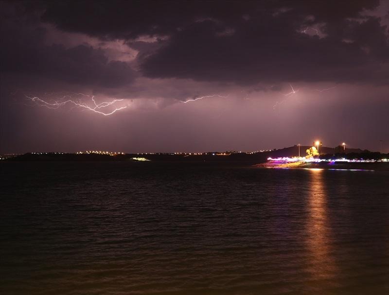 Adana'da şimşekli gece