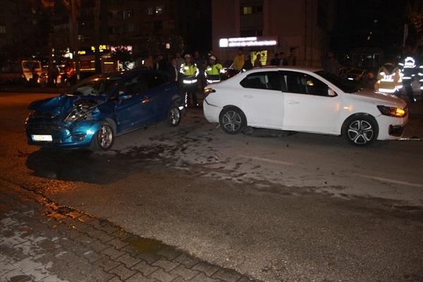 Adana'da 6 aracın karıştığı zincirleme trafik kazasında 6 kişi yaralandı