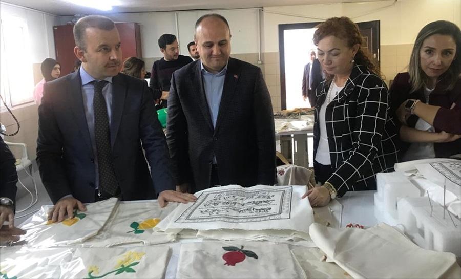 """Türk ve Suriyeli kadınların """"Ekmek Kapısı""""na ziyaret"""
