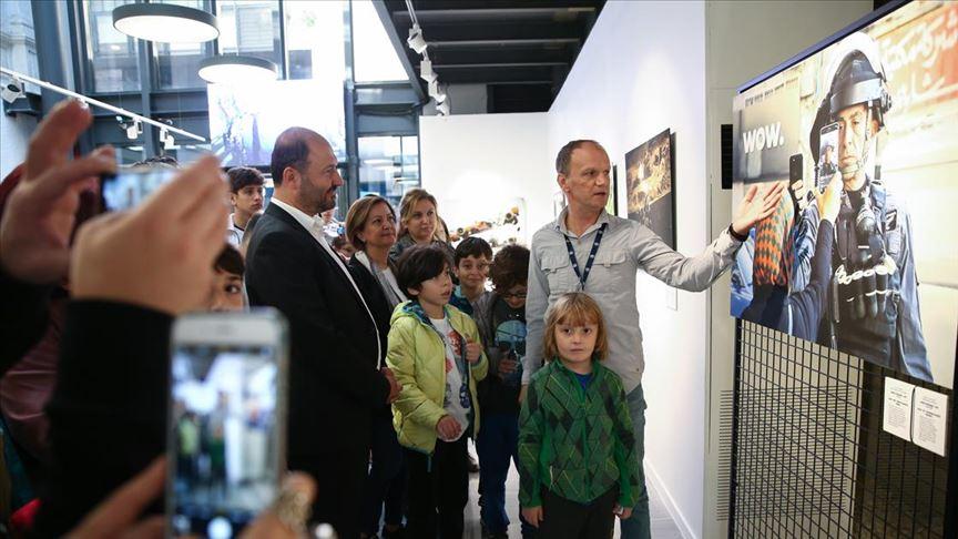 Öğrencilerden AA'nın Istanbul Photo Awards sergisine ilgi