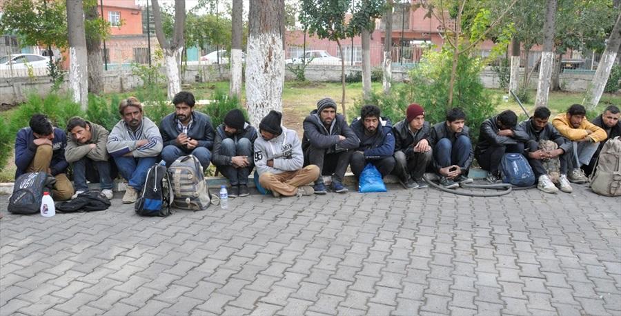 Adana'da 27 düzensiz göçmen yakalandı
