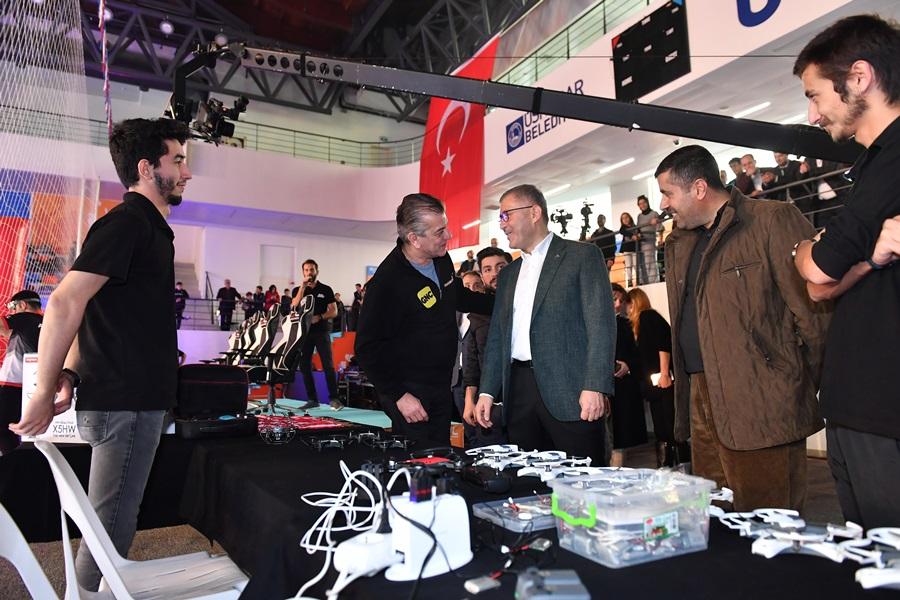 Üsküdar'da düzenlenen drone ve robotik festivali gençleri mutluluktan uçurdu!