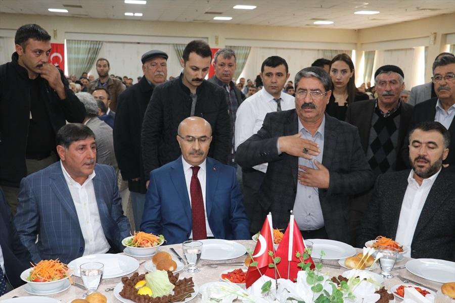 Adana'da husumetli aileler barış yemeğinde bir araya geldi