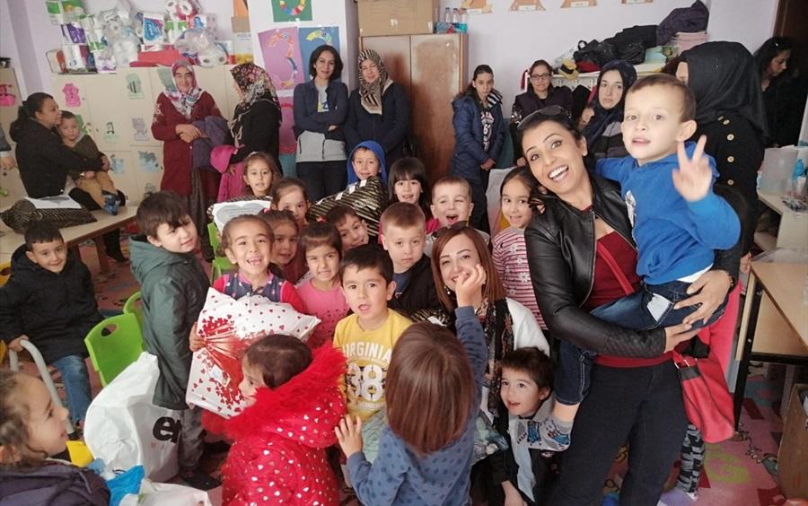 Aladağ'da öğrencilere kıyafet yardımı yapıldı