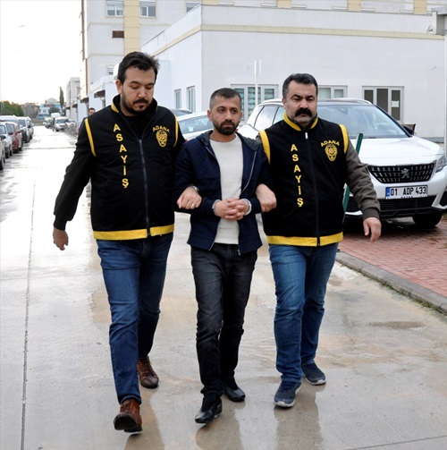 Adana'da 25 yıl hapis cezasıyla aranan firari hükümlü pazarda yakalandı