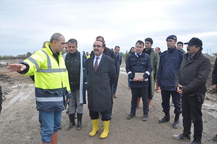 Tarım ve Orman Bakan Yardımcısı Özkaldı, zarar gören tarım alanlarını inceledi: