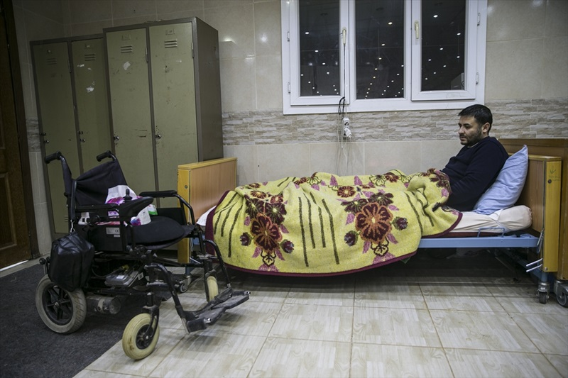 Esed rejiminin bombaları yatağa mahkum etti