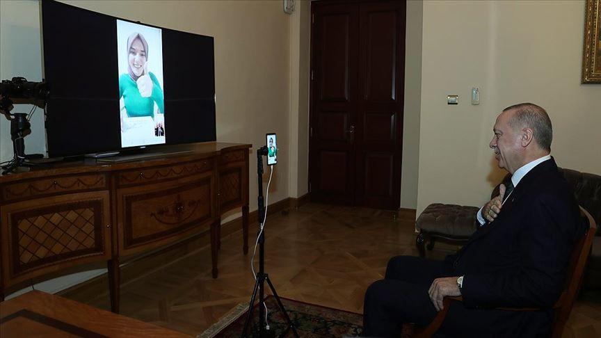 Erdoğan bilgi yarışmasına katılan konuşma engelli Gülsüm ile görüştü
