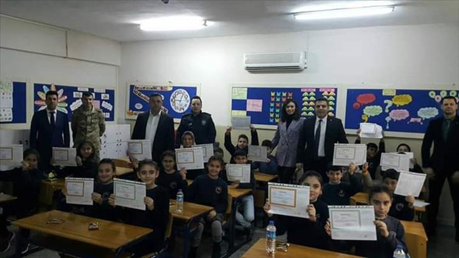 Karataş'ta öğrenciler karnelerini aldı