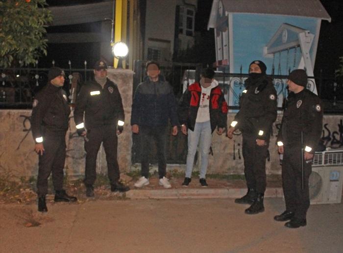 Adana'da hırsızlık şüphelileri kovalamaca sonucu yakalandı