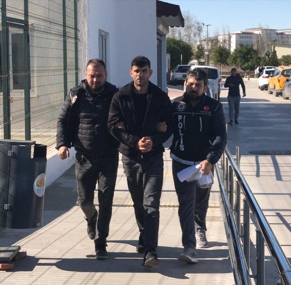 Adana'da evinde yaklaşık 24 kilo esrar ele geçirilen zanlı tutuklandı
