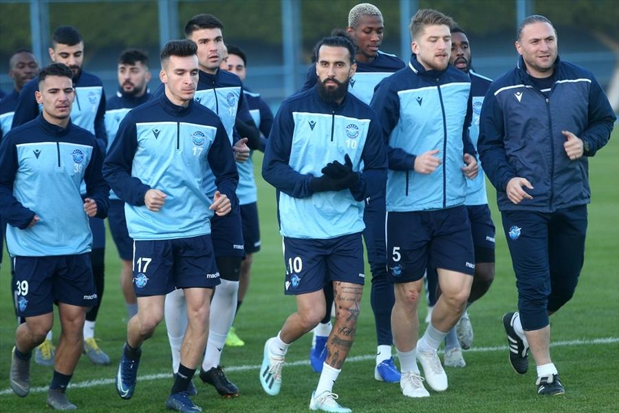 """Adana Demirsporlu Erkan Zengin: """"Seri galibiyetler yakalayan takım şampiyon oluyor"""""""