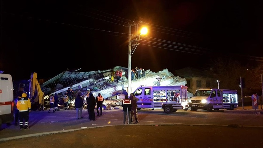 AFAD: Elazığ'da ilk belirlemelere göre 6 kişi hayatını kaybetmiştir