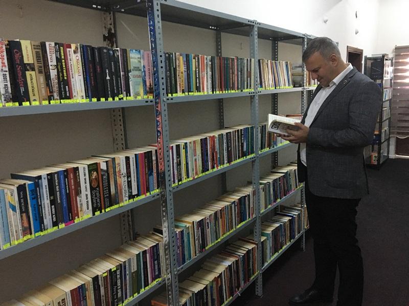 Karataş Belediyesi Koridorları Kütüphane Oldu..