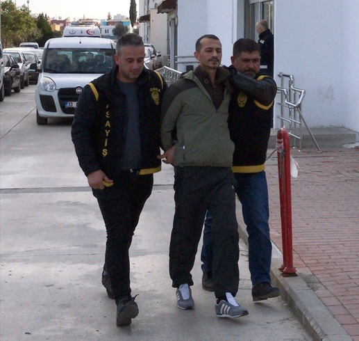 Adana'da cezaevi firarisi hükümlü durakta otobüs beklerken yakalandı
