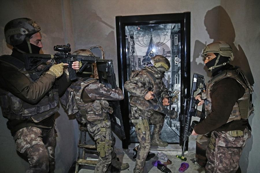 Adana'da terör örgütü DEAŞ operasyonunda 4 gözaltı