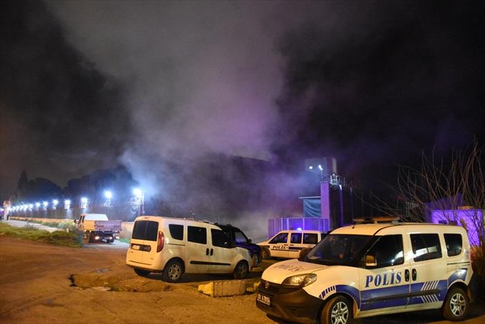 Merkez Yüreğir ilçesi Havutlu Mahallesi'ndeki pamuk yağı fabrikasında, henüz belirlenemeyen bir nedenle 13 Şubat Perşembe gecesi çıkan yangın ile ilgili görsel sonucu