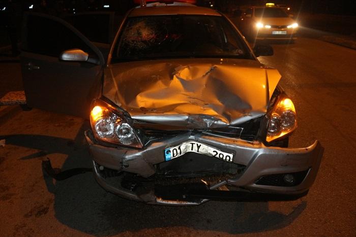 Adana'da iki otomobilin çarpışması sonucu 1 kişi yaralandı