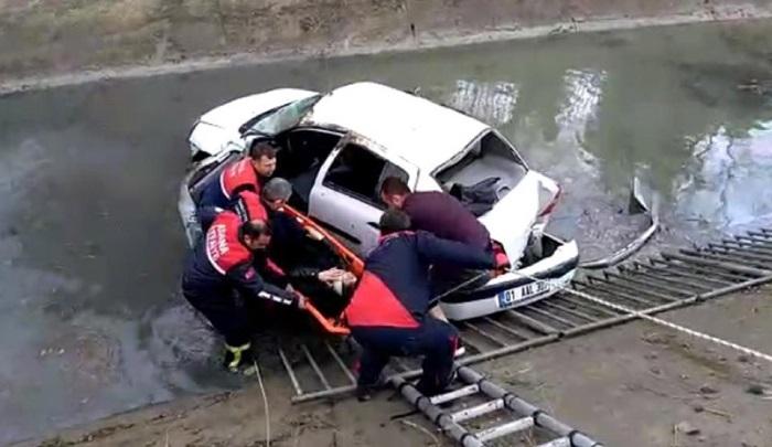 Adana'da otomobil sulama kanalına düştü: 1 yaralı
