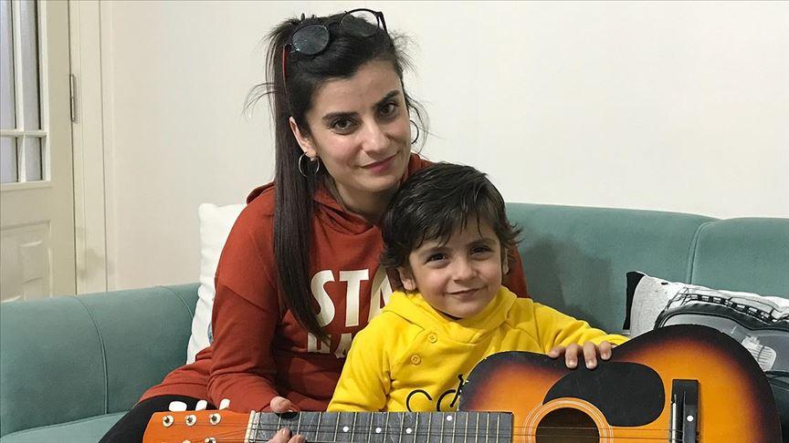 Oğlunun iyileşmesini sağlayan anne tüm lösemili çocuklar için mücadele veriyor
