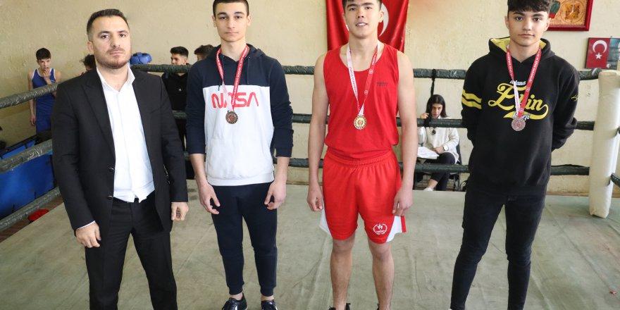 Adana'da Okullar arası Genç Erkekler B Boks İl Birinciliği Müsabakaları Tamamlandı
