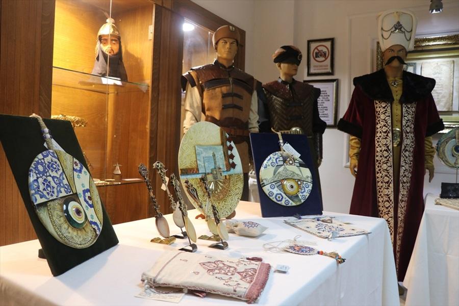 Tarihi mimari süslemeler, kıyafet ve el sanatları ürünlerine işlendi