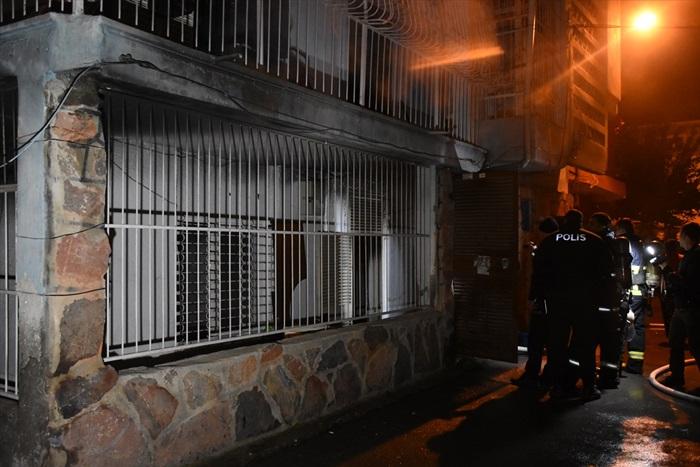Adana'da bir evde elektrik sobasından çıkan yangın hasara neden oldu