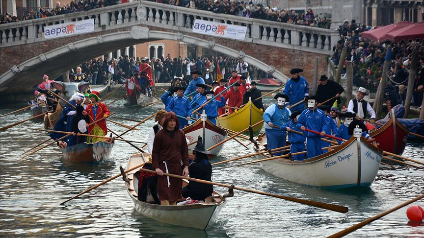 İtalya'da Kovid-19 nedeniyle Venedik Karnavalı iptal edildi