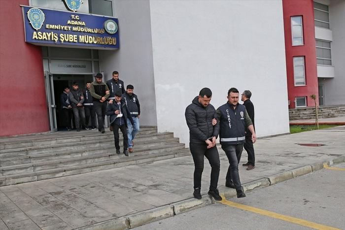 Adana'da 3 kişinin yaralandığı silahlı kavgaya karışan 8 zanlı tutuklandı